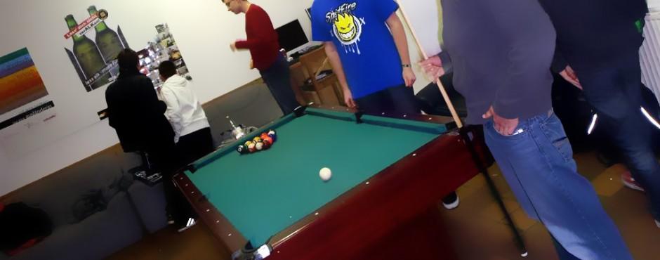 <h1>Jugendzentrum: Poolbillard, Tischfußball, Beamer</h1><p>Ein Poolbillard, ein Tischfußball und ein Beamer sorgen im JUX für Unterhaltung</p>